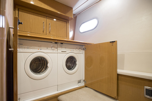 65' Marquis 65 Skylounge 2008 Washer and dryer