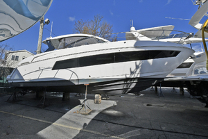 39' Cruisers 390 Express 2015 Starboard Side