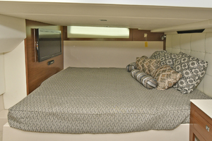 39' Cruisers 390 Express 2015 Master Stateroom