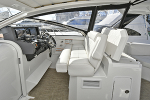 39' Cruisers 390 Express 2015 Helm Seating