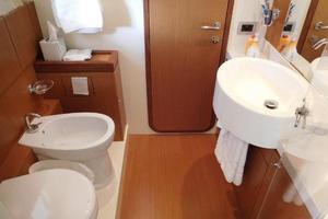 65' Ferretti Yachts 630 2009 VIP En Suite Bath