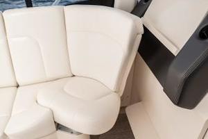 41' Intrepid 410 Evolution 2017 Electric Seat Aft