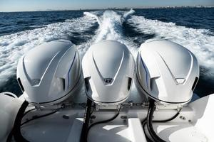 40' Intrepid 400 Center Console 2016 290hrs and Extended Warranty