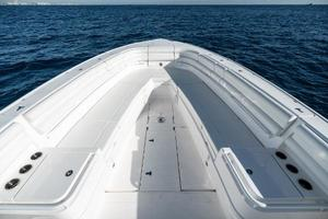 40' Intrepid 400 Center Console 2016 Bow