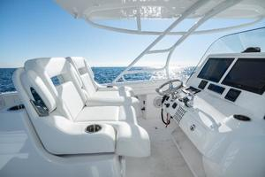 40' Intrepid 400 Center Console 2016 Helm Seating