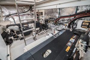 48' Cruisers Yachts 48 Cantius 2012 Engine Room
