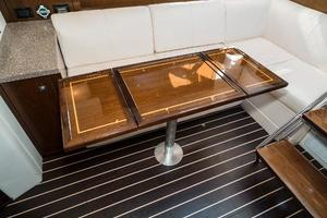 48' Cruisers Yachts 48 Cantius 2012 Expandable Table