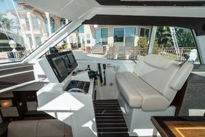 48' Cruisers Yachts 48 Cantius 2012 Helm