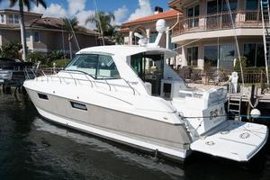 48' Cruisers Yachts 48 Cantius 2012 Port Stern