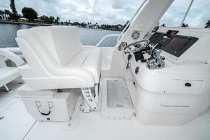 41' Intrepid 390 Sport Yacht 2009 Helm