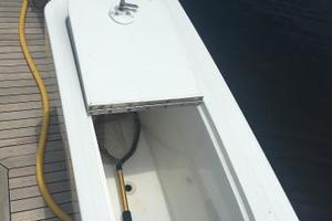 55' Viking Convertible 2000 Transom Livewell.
