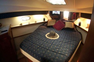 35' Tiara Express 2001 Master Stateroom to Forward Port