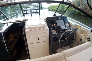 35' Tiara Express 2001 Helm Area