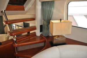 65' Fairline Squadron 1995 Interior Flybridge Steps