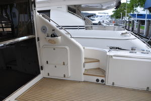 65' Fairline Squadron 1995 Starboard Side Aft Deck