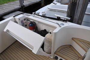 65' Fairline Squadron 1995 Aft Deck Storage