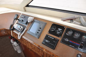 65' Fairline Squadron 1995 Lower Helm Wrap Around