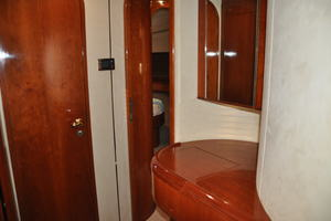 65' Fairline Squadron 1995 Portside Single Cabin Vanity