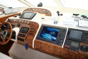 65' Fairline Squadron 1995 Lower Helm Detail
