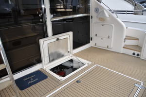 65' Fairline Squadron 1995 Engine Room Access