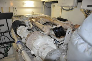65' Fairline Squadron 1995 Starboard Engine