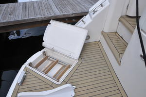 65' Fairline Squadron 1995 Swim Ladder