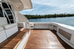 58' Riviera 58 Flybridge 2007 Cockpit Stbd