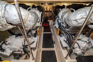 58' Riviera 58 Flybridge 2007 Engineroom