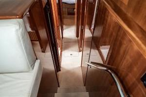 58' Riviera 58 Flybridge 2007 Companionway