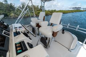 58' Riviera 58 Flybridge 2007 Helm Seating