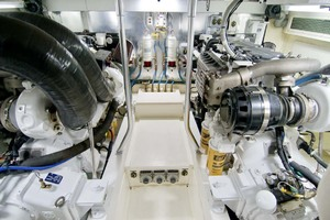 57' Ocean Yachts 57 Ss 2006 Engine Room