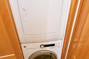 57' Ocean Yachts 57 Ss 2006 Washer / Dryer