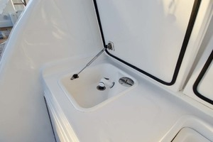 57' Ocean Yachts 57 Ss 2006 Tackle Center sink