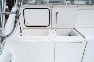 45' Viking Express 2005 Aft sink