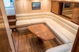 45' Viking Express 2005 Salon seating