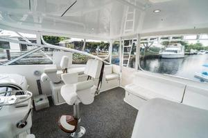 45' Viking Express 2005 AC Helm Area