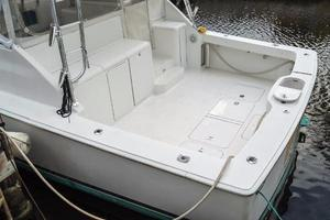 45' Viking Express 2005 Cockpit