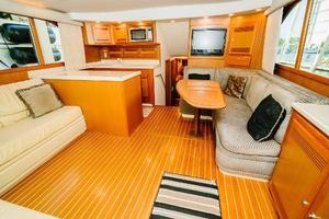 47' Cabo 47 Flybridge 2002 Salon