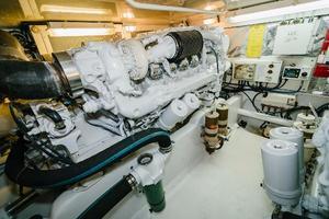 47' Cabo 47 Flybridge 2002 Port Engine