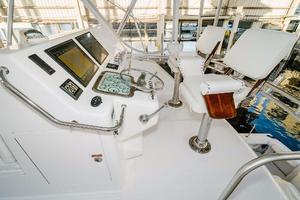 47' Cabo 47 Flybridge 2002 Flybridge Helm