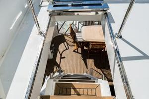 55' Monte Fino 55 2000 Stairs to Flybridge 2
