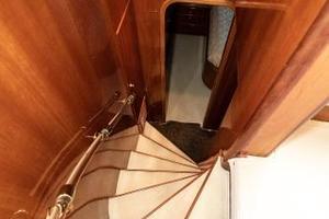 55' Monte Fino 55 2000 Master Stateroom Entrance