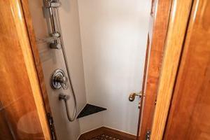 55' Monte Fino 55 2000 Separate Shower