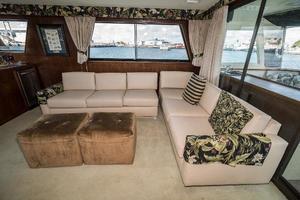 54' Hatteras 54 Motor Yacht 1988 Salon Stbd