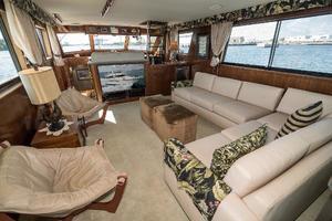 54' Hatteras 54 Motor Yacht 1988 Salon