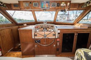 54' Hatteras 54 Motor Yacht 1988 Helm