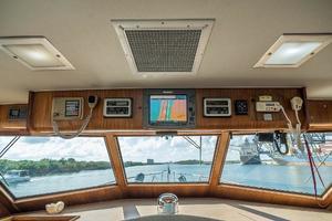 54' Hatteras 54 Motor Yacht 1988 Electronics