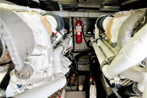 58' Sea Ray 58 Sedan Bridge 2006 Engine Room