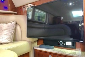 39' Sea Ray 390 Motor Yacht 2004 New Salon TV
