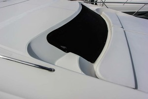 39' Sea Ray 390 Motor Yacht 2004 Foredeck